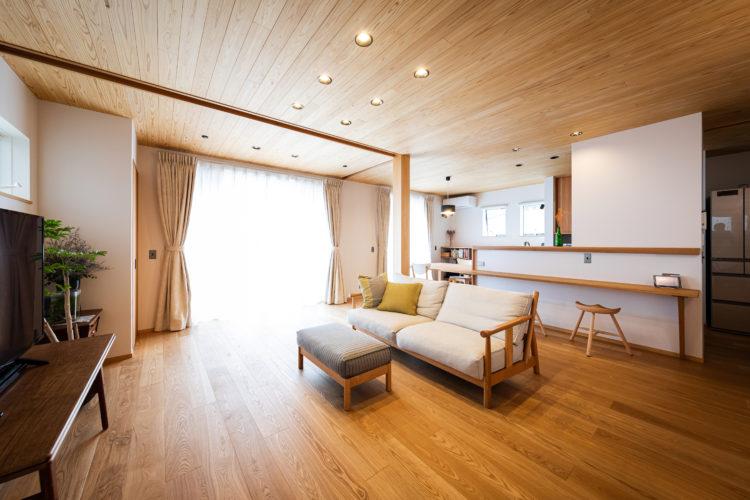 木の温もりに囲まれた心地いい大空間のあるお家